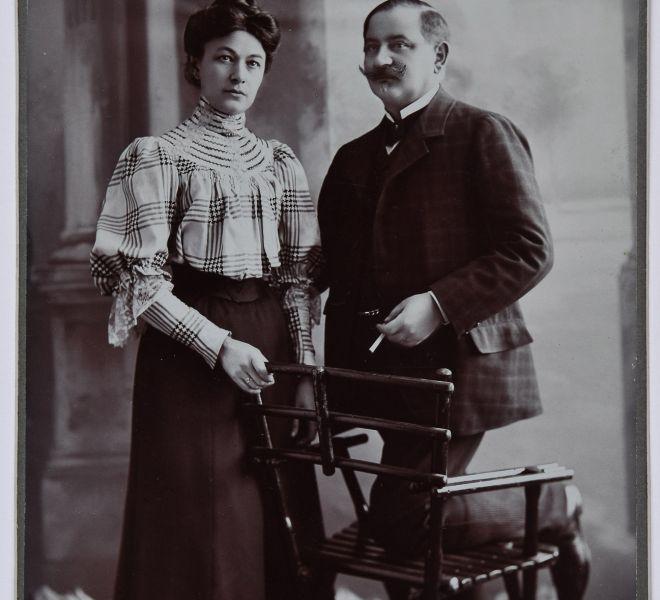 Olga și soțul Isidor Chirița, părinții Valeriei Pintea, 1891, atelier fotografic Naschitz László, Lugoj