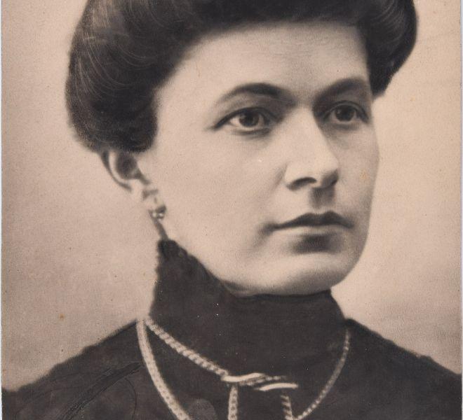 Olga Chirița, mama Valeriei dr. Pintea, fotografie, sfârșitul secolului al XIX-lea